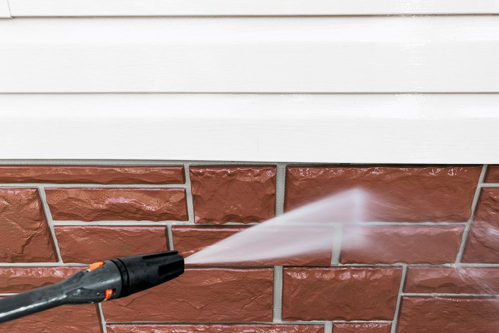 温水を用いての超高圧洗浄は効果が高いです