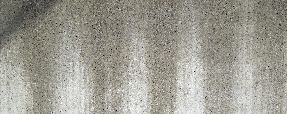 外壁の黒ずみが発生する原因とは