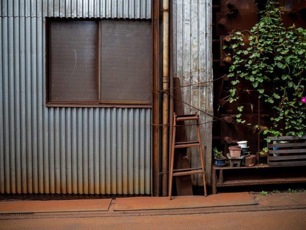 金属サイディングの外壁洗浄とは?金属素材の外壁の洗浄手順や注意点などを解説